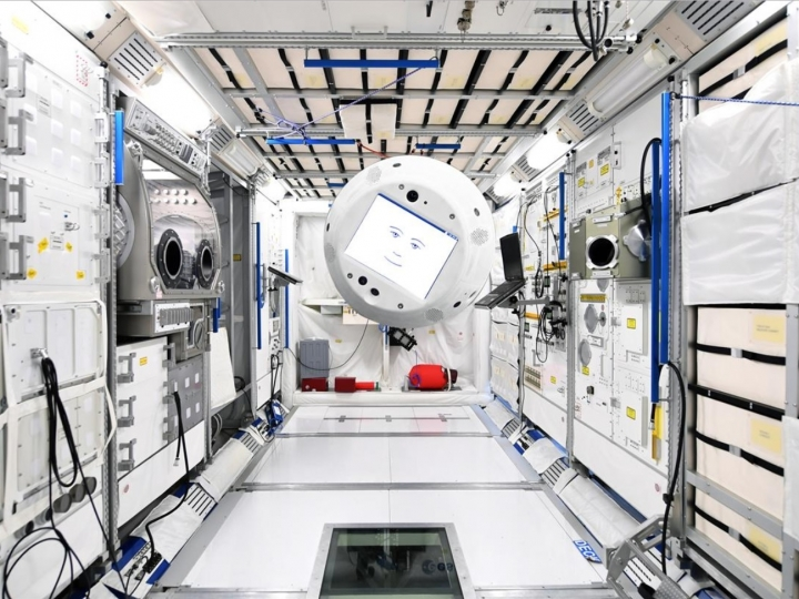 A cooperation between humans and intelligent machines in space?